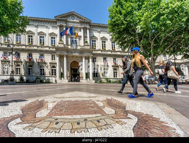 Hotel de Ville, Place de Horloge, Cobble Stone Mosaik, Avignon, Bouche du Rhone, Frankreich Stockbild