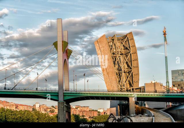 La Salve Brücke über Fluss Nervion, nahe Guggenheim Museum, Bilbao, Museum für moderne und zeitgenössische Stockbild