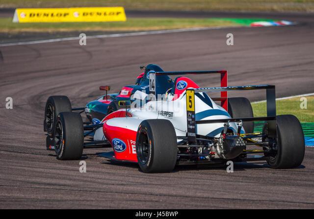 Formel 4 Racing Fahrer Oliver York in Thruxton Circuit, Hampshire, auf Sonntag, 7. Mai 2017 zu konkurrieren. Stockbild