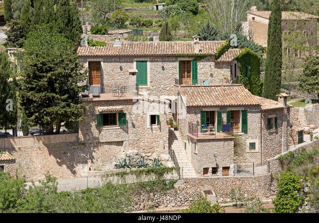 Fensterlaeden stockfotos fensterlaeden bilder alamy for Haus in spanien