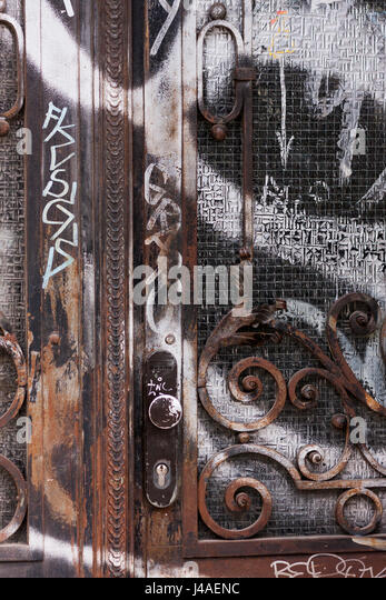 Reich verzierte Tür in Berlin, Deutschland. Stockbild
