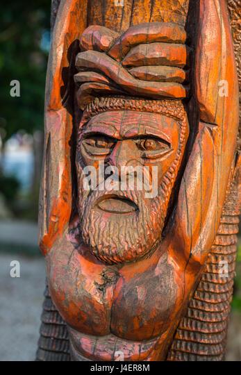 Hand geschnitzte hölzerne Statuen Im Zentrum von Noumea, Neukaledonien, Pazifik Stockbild