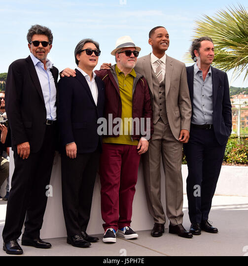 Cannes, Frankreich. 17. Mai 2017. Kredit-Gabiel Yared, Park Chan-Wook, Pedro Almodovar, Will Smith, Paolo Sorrentino Stockbild