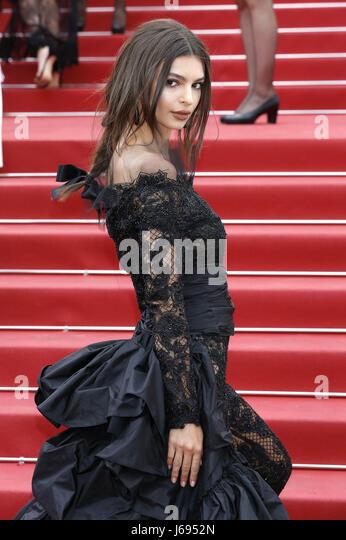 "Emily Ratajkowski an die ""Nelyubov / Loveless' Premiere während der 70. Cannes Film Festival im Palais Stockbild"