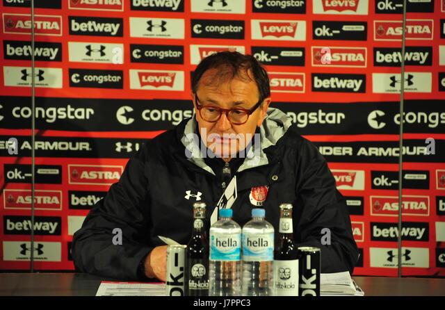 Ewald Lienen, Trainer FC St. Pauli, Pressekonferenz, Hamburg, Deutschland Stockbild