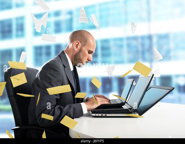 Verzweiflung und Stress für Spam-Mails Stockbild