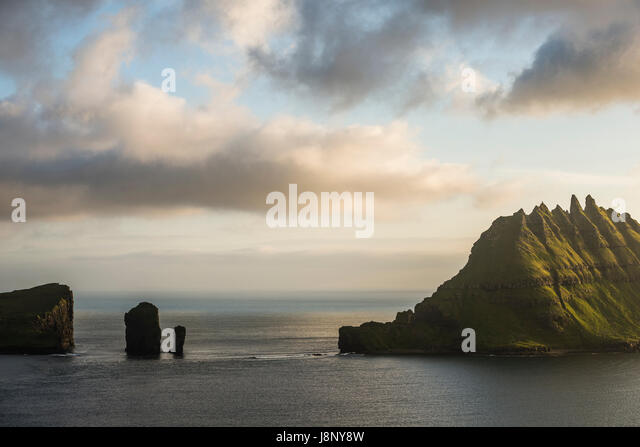 Felsformationen im Meer Stockbild