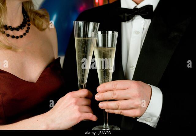 Elegante Paar Holding Champagner Gläser Stockbild