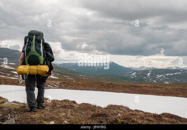 Backpacker Wandern in Bergen Stockbild