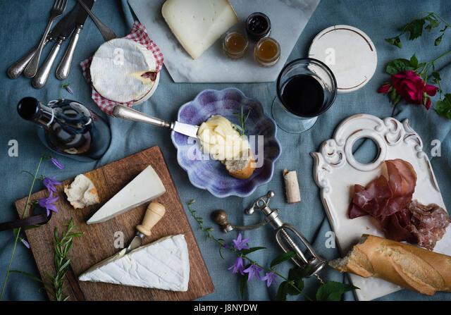 Essen auf Tisch Stockbild