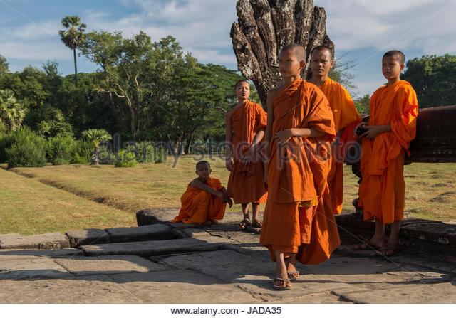 Junge Mönche in Angkor Wat Stockbild