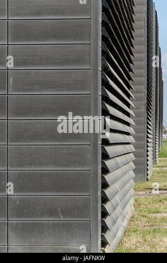 Ansicht des großen Lamellen auf ein modernes Gebäude Stockbild