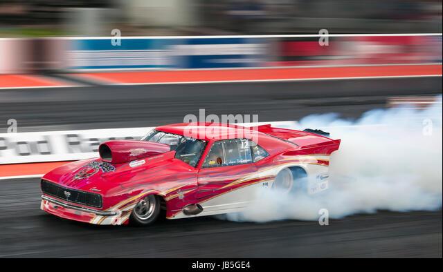 Pro Mod Drag Racing in Santa Pod. Jean Dulamon fahren 68 Chevrolet Camaro SS. Stockbild