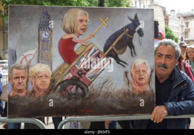 London, UK. 9. Juni 2017. Künstler-Kaya-Mar mit seiner neuesten politische Satire Malerei der Ministerpräsidenten Stockbild