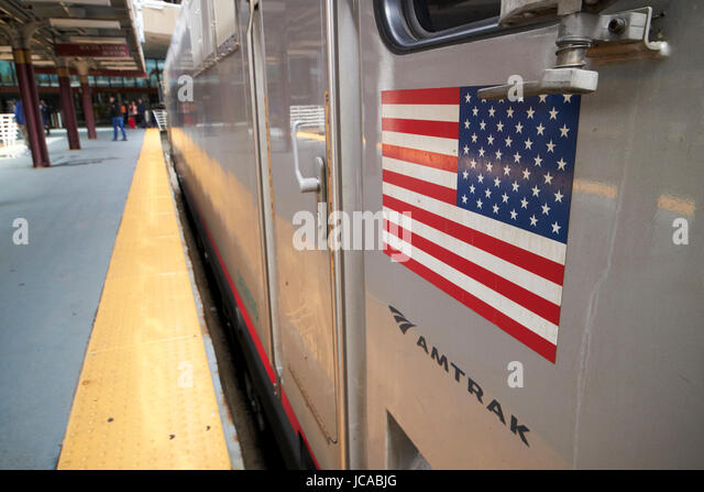 amerikanische Flagge auf Amtrak Siemens acs-64 regionale Zug Lok South Street Station Boston USA Stockbild