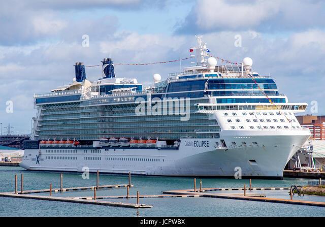 Celebrity Eclipse Kreuzfahrtschiff angedockt im Hafen von Southampton, England Stockbild