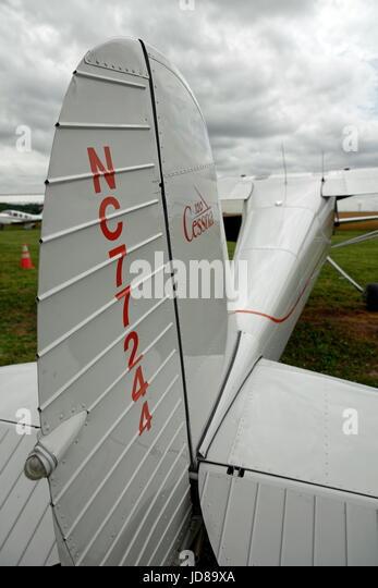 1946-Cessna 120, single Motor, Platz zwei Flugzeuge. Stockbild