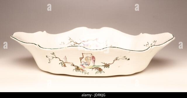"""Wasser, Krug und gemusterten Becken bekannt als """"Aux Chinois Astronomen"""" made by Veuve Perrin Polychrome Stockbild"""