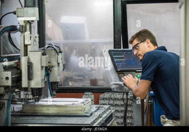 Maschinist in Fabrik Stockbild