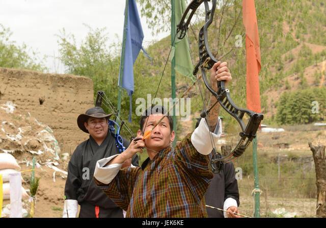 Menschen üben des nationalen Sports Bogenschießen, Thimphu, Bhutan, Asien Stockbild