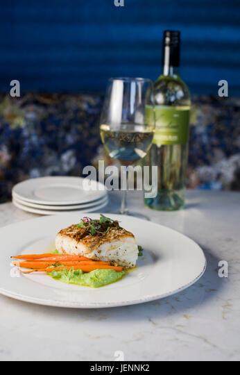 Heilbutt fischen mit Weißwein zu einem Fine Dining Restaurant Stockbild
