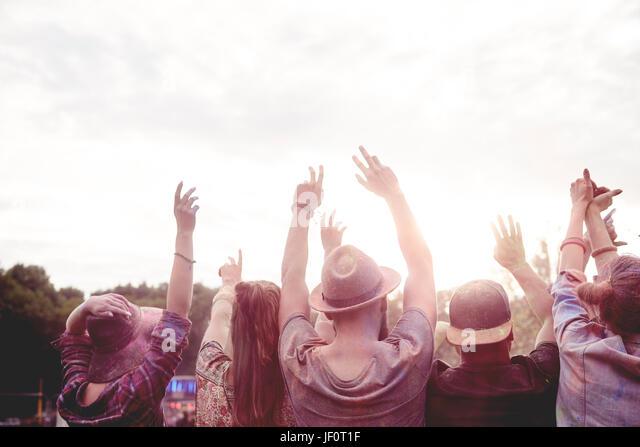 Die Menschen tanzen auf frische Luft Stockbild