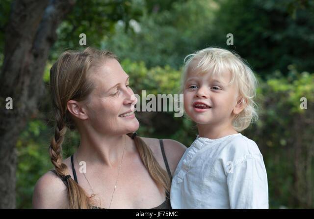 Porträt von Mutter und Sohn Stockbild