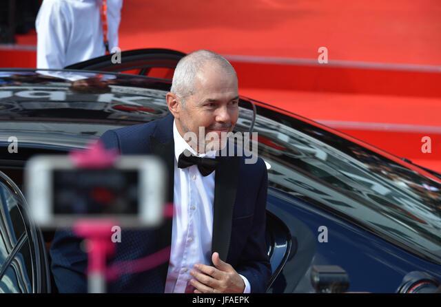 Karlovy Vary, Tschechien. 30. Juni 2017. Moderator Marek Eben kommt zur Eröffnungsfeier des 52. internationalen Stockbild