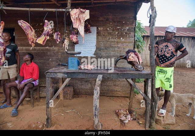 Der lokale Metzger, Bekopaka, Madagaskar Stockbild