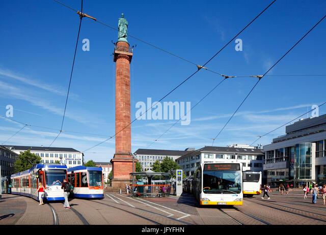 Luisenplatz mit Ludwigsmonument Columne, Darmstadt, Hessen, Europa I Luisenplatz Mit Ludwigsmonument, Darmstadt, Stockbild