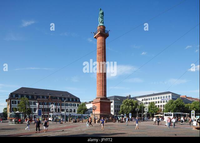 Platz der Luisenplatz mit Ludwigsmonument Columne und Regional Council Building, Darmstadt, Hessen, Europa I Luisenplatz Stockbild