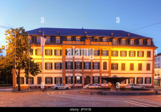 Luisenplatz Platz mit regionalen Rat Gebäude in der Dämmerung, Darmstadt, Hessen, Europa I Luisenplatz Stockbild