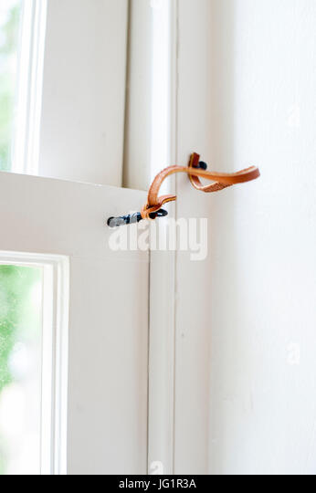USA 1800 Doppel-Schwingfenster Schärpe Pin-Sperre Stockbild