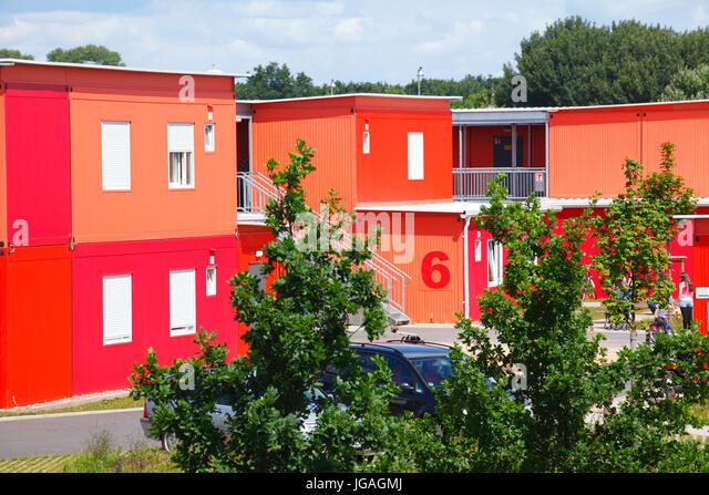 Flüchtlingsheim oder eine Unterkunft in bunten Container, Bremen, Germany, Europe ich Übergangswohneinrichtung Stockbild