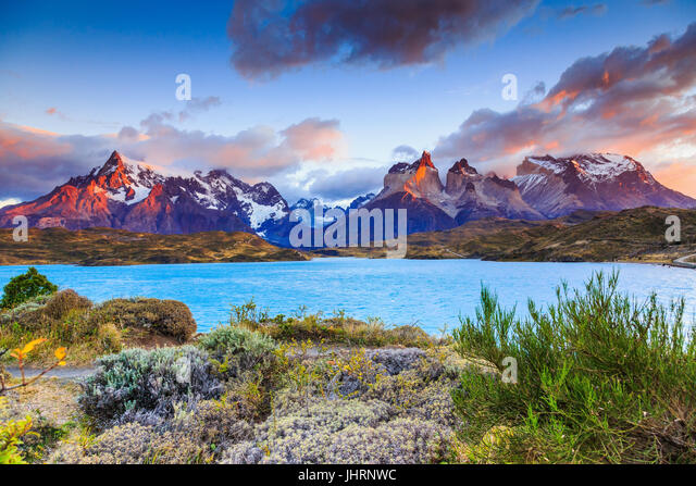 Torres Del Paine Nationalpark, Chile. Sonnenaufgang am Pehoe See. Stockbild