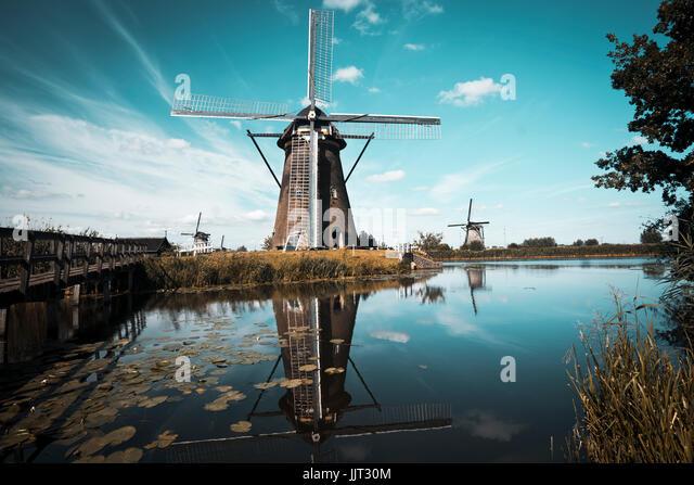 Kinderdijk Landschaft mit den typischen 19 Windmühlen Stockbild