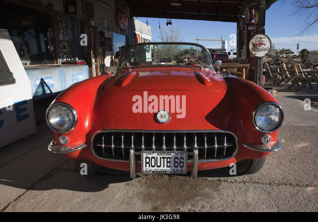USA, Arizona, Hackberry, RT 66 Stadt, alte Rt 66 Visitor Center und Corvette Sportwagen Stockbild