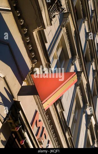 Deutschland, Berlin, Kreuzberg, Schwule Museum melden für das Schwule Museum war rosa Dreieck Wurm von Homosexuellen Stockbild
