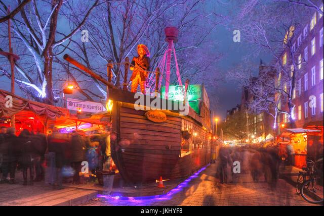Weihnachtsmarkt Schlachtezauber Bei Abenddaemmerung, Bremen, DeutschlanChristmas Markt Schlachtezauber im Winter Stockbild