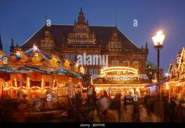 Altes Rathaus Und Weihnachtsmarkt bin Marktplatz Bei Abenddämmerung, Bremen, Deutschland I altes Rathaus mit Stockbild