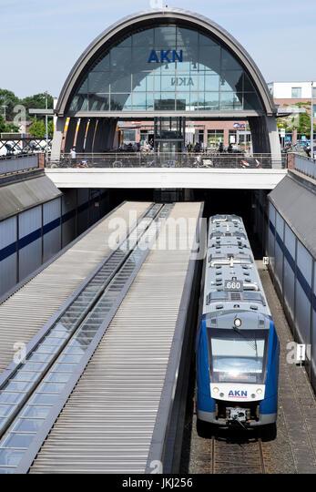 Alstom LINT 54 Regionalbahn der AKN. AKN Eisenbahn AG betreibt Nahverkehrs- und Güterzüge in Hamburg und Stockbild