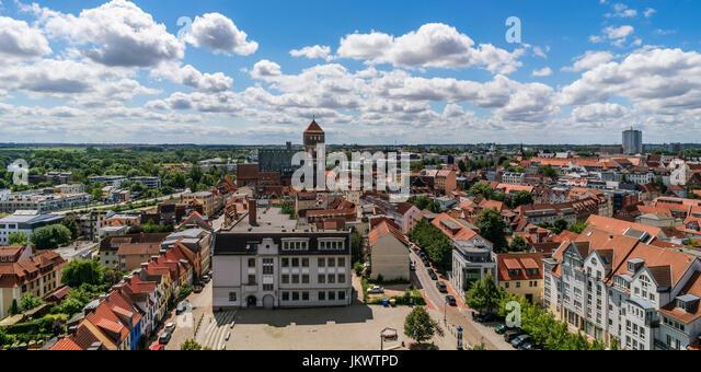 Skyline von Rostock, Blick vom Turm der Petri-Kirche, Hintergrund Nikolaikirche, Mecklenburg-Vorpommern, Stockbild