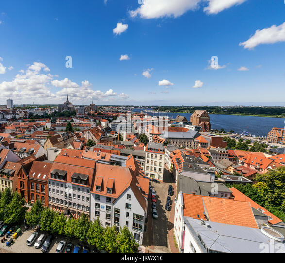 Skyline von Rostock, Blick vom Turm der Petri-Kirche, Mecklenburg-Vorpommern, Stockbild