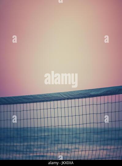 Retro gefiltert, Beach-Volleyball Net bei Sonnenuntergang mit Textfreiraum Stockbild