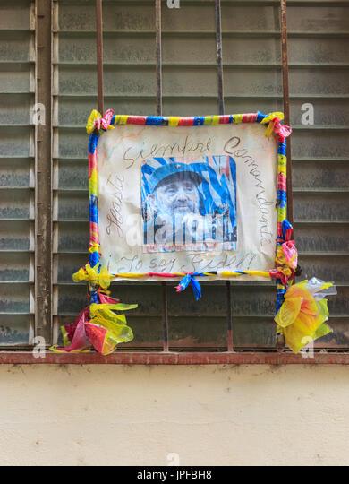 """Denkmal-Bild von Fidel Castro mit """"Hasta Siempre Comandante"""" und """"Yo Soy Fidel"""" geschrieben, Stockbild"""
