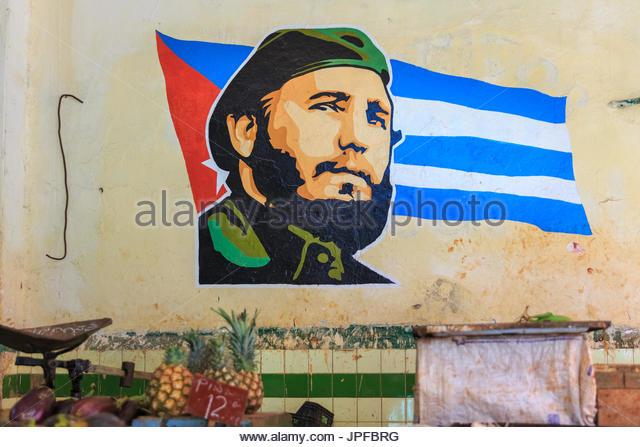 Fidel Castro und die kubanische Flagge, Fototapete auf Wand im Inneren einen Bauernmarkt, Havanna, Kuba Stockbild