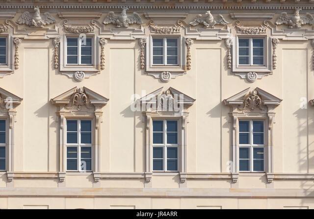 DEU, Deutschland, Berlin: Fensterfront bin Berliner Stadtschloß in Berlin-Mitte | DEU, Deutschland, Berlin: Stockbild