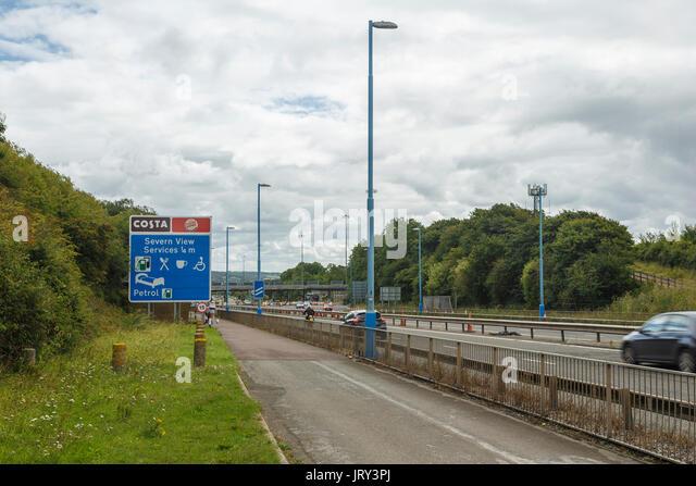 Wegweiser zu den Severn View Dienstleistungen auf Englisch Ende der Severn Bridge (M48). Moto, Costa Coffee. Stockbild