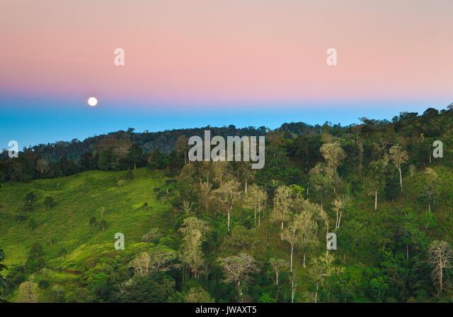 Mond und Erde Schatten über dem Hochland zwischen Rio Sereno und Volcan, Chririqui Provinz, Republik Panama. Stockbild