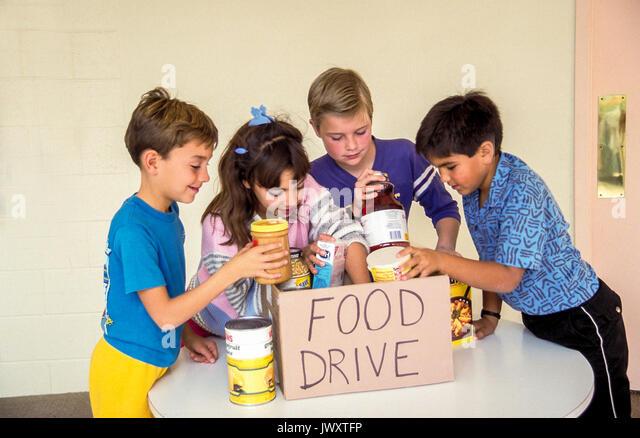 Kinder sammeln Lebensmittel für Obdachlose Nächstenliebe in der Schule Myrleen Pearson Stockbild